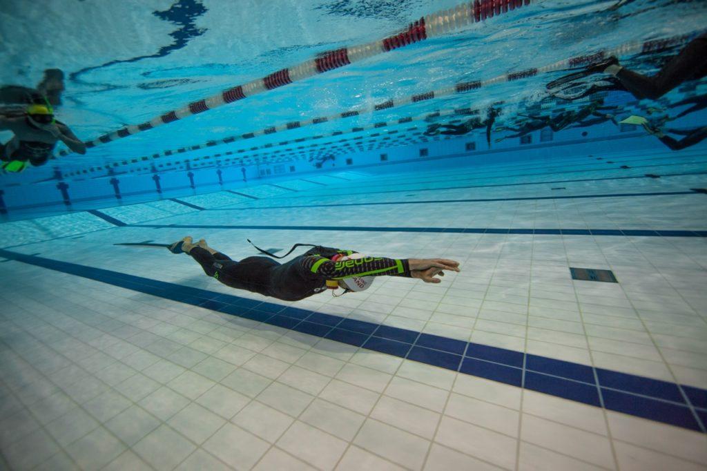 foto allenamento piscina